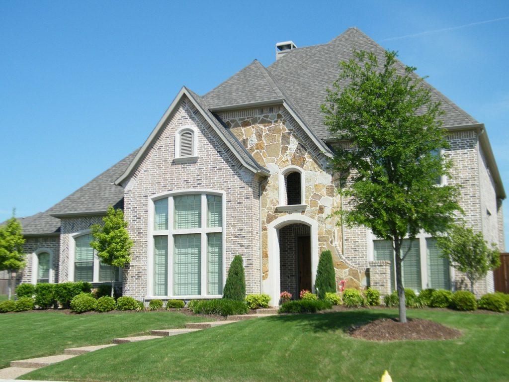 brick house, yard, porch-299766.jpg